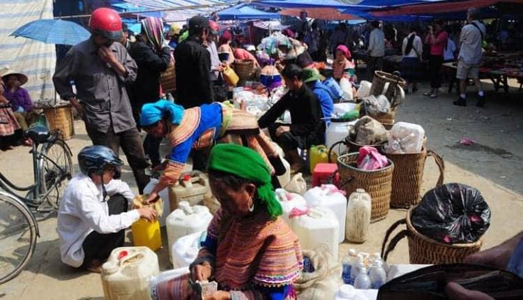 Chợ bán rượu ngô Hà Giang
