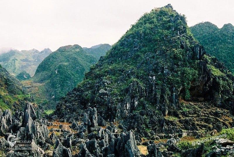 Hàng rào đá cao nguyên Đông Văn