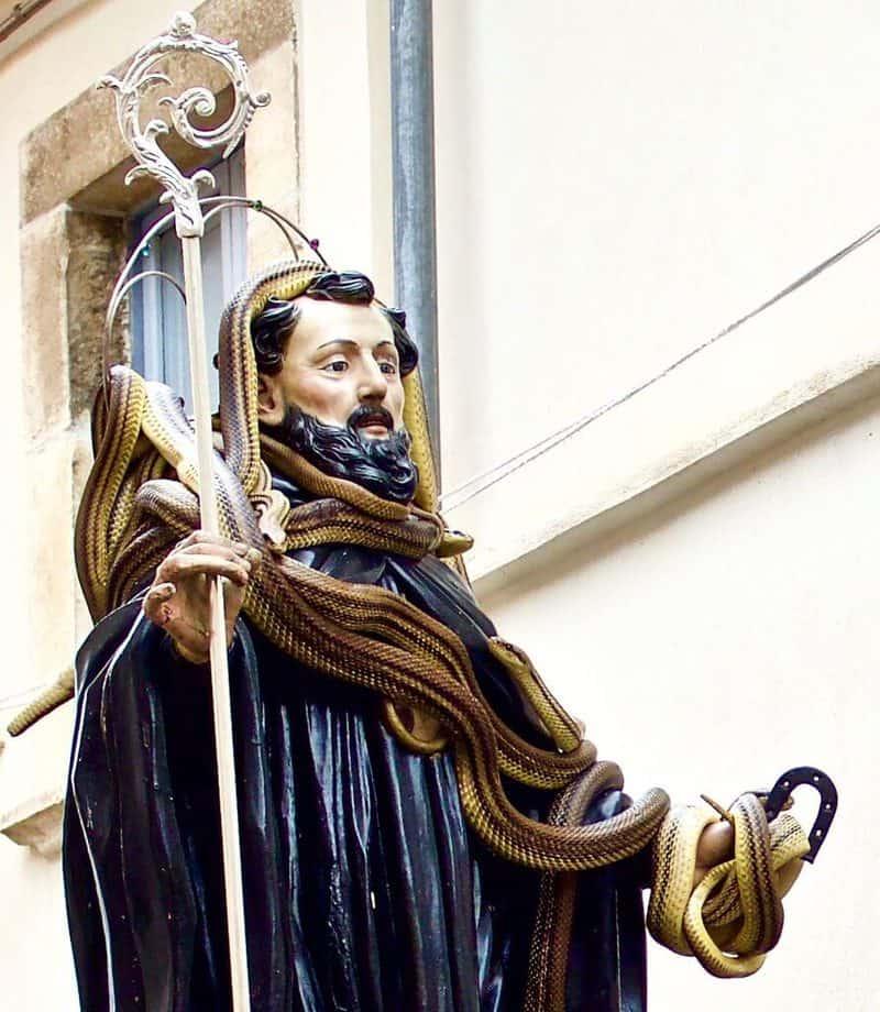 Bức tượng thánh San Domenic di Sora