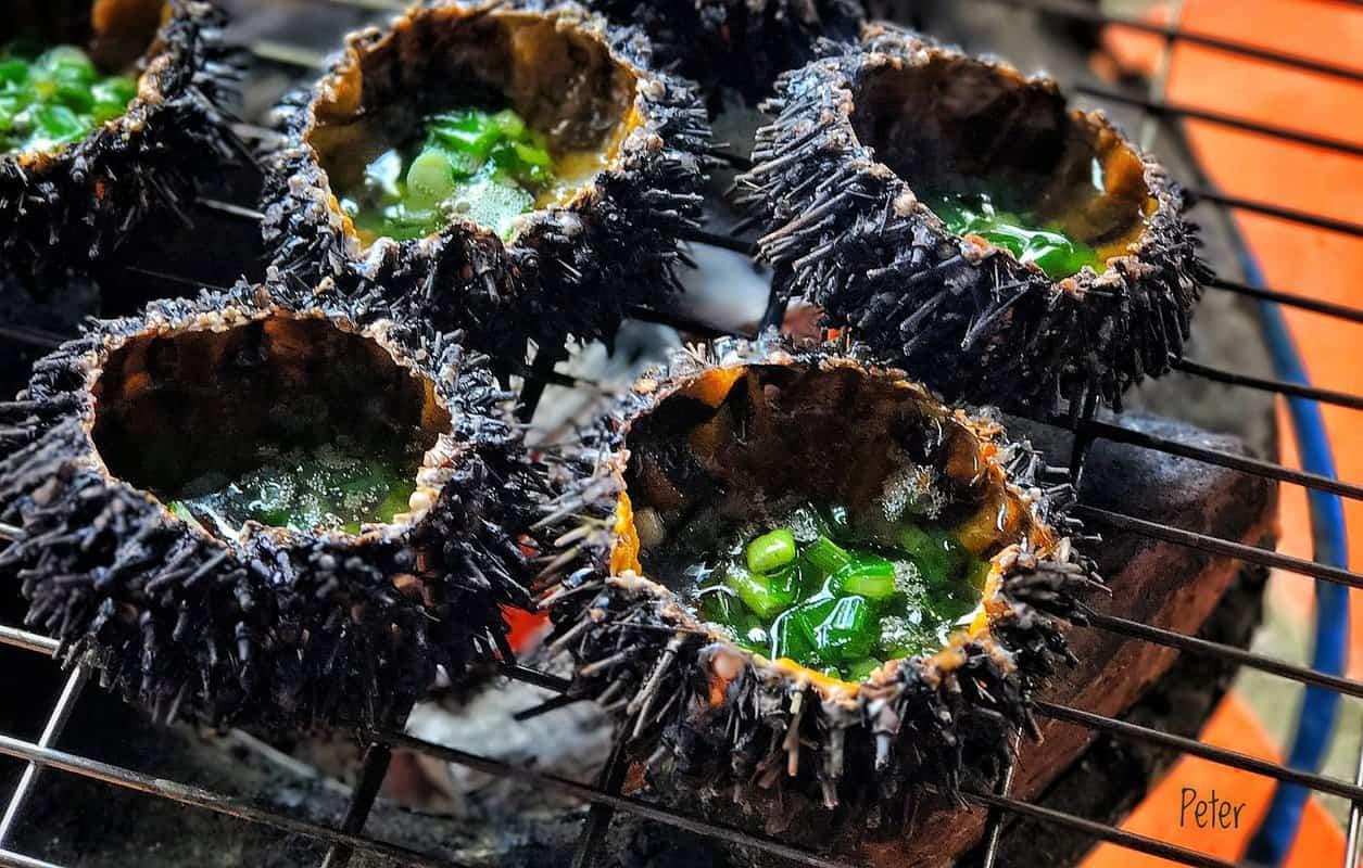 Nhum nướng mỡ hành đặc sản Quán Cát Biển