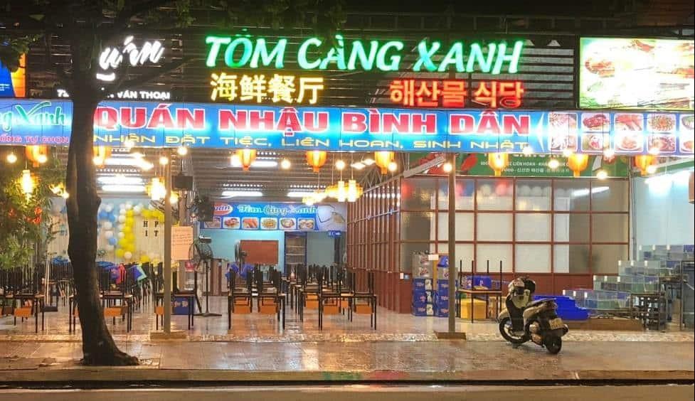 Mặt tiền quán Tôm Càng Xanh