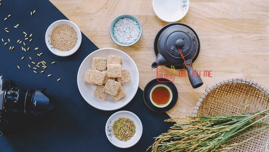 Đặc sản bánh khô mè bà Liễu Mẹ
