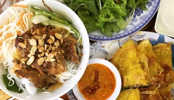Món bún thịt nướng Bà Ngọc Đà Nẵng