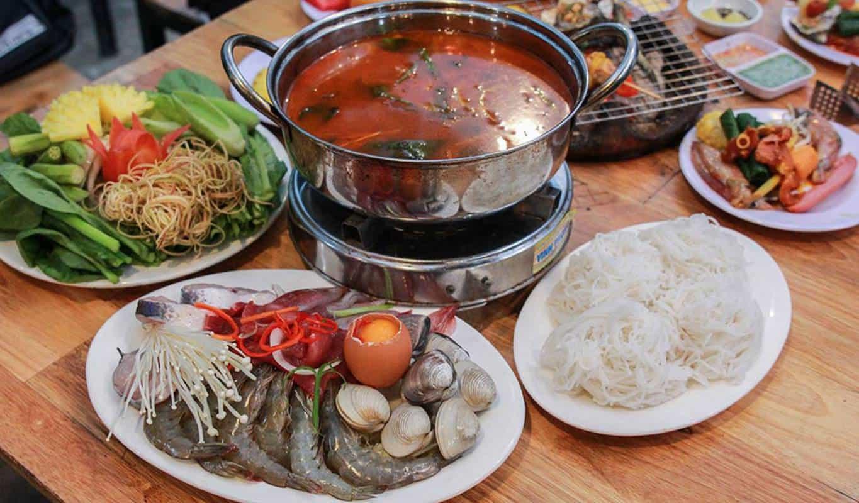 Nồi lẩu hải sản tươi ngon ở Buffet Việt Đà Nẵng