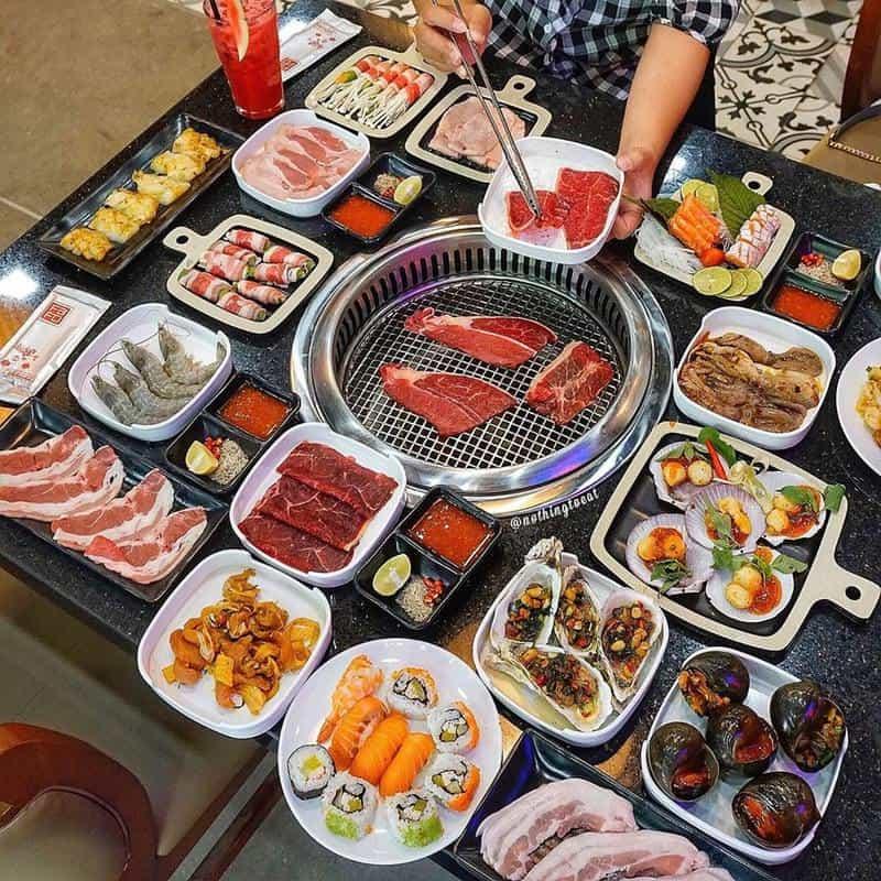 Buffet ở Lửa Việt siêu nhiều Topping cho bạn lựa chọn