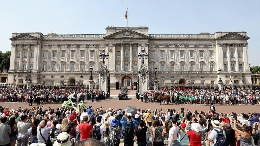 Buổi triển lãm tại cung điện Hoàng gia Anh