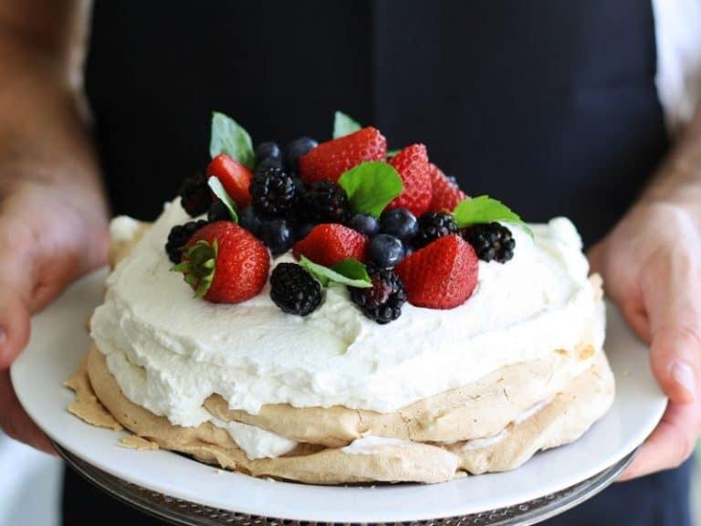 Bánh Pavlova hấp dẫn