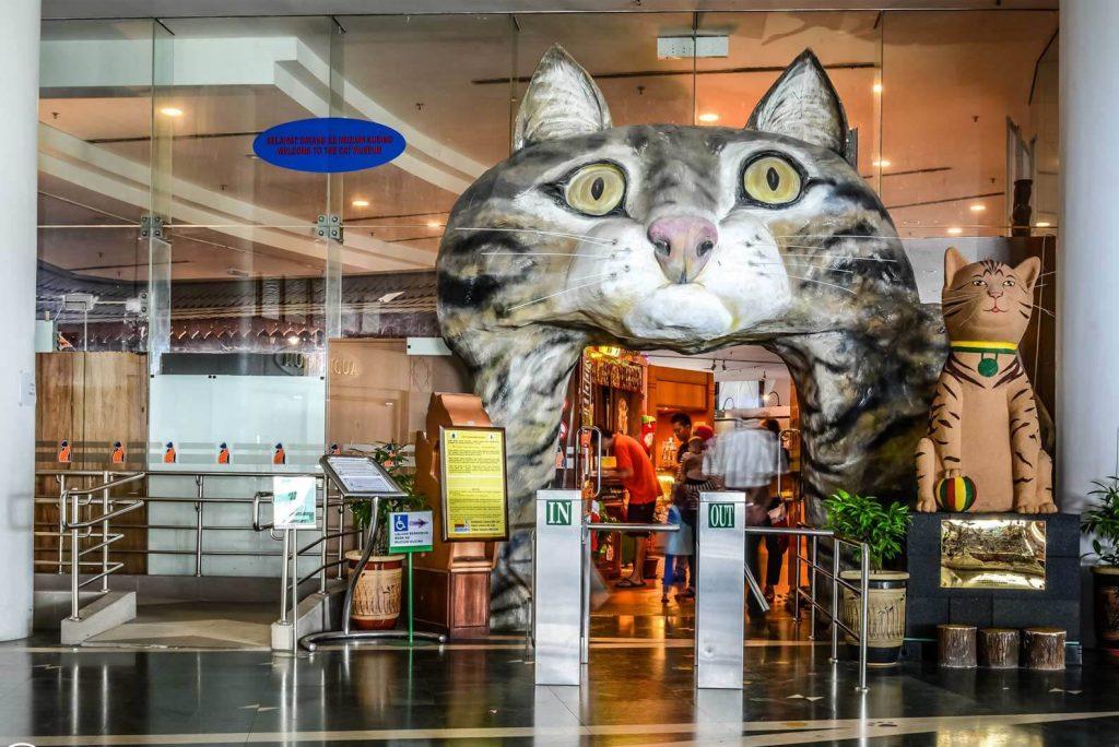 Thành phố mèo Kuching bang Sarawak