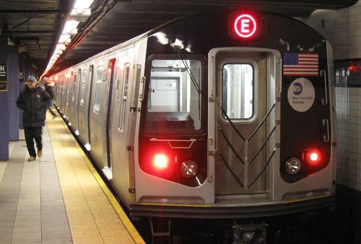 Di chuyển bằng tàu điện ngầm