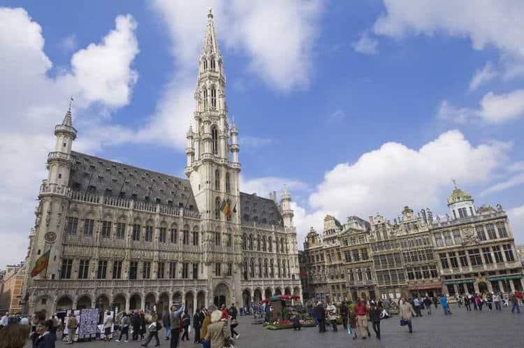 Mê mẫn vẻ đẹp cổ kính Quảng trường Grand Place Brussels
