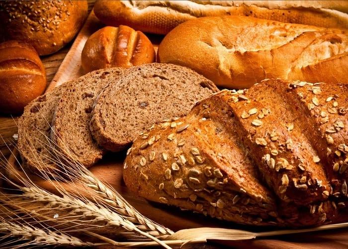 Thưởng thức bánh mì baguette