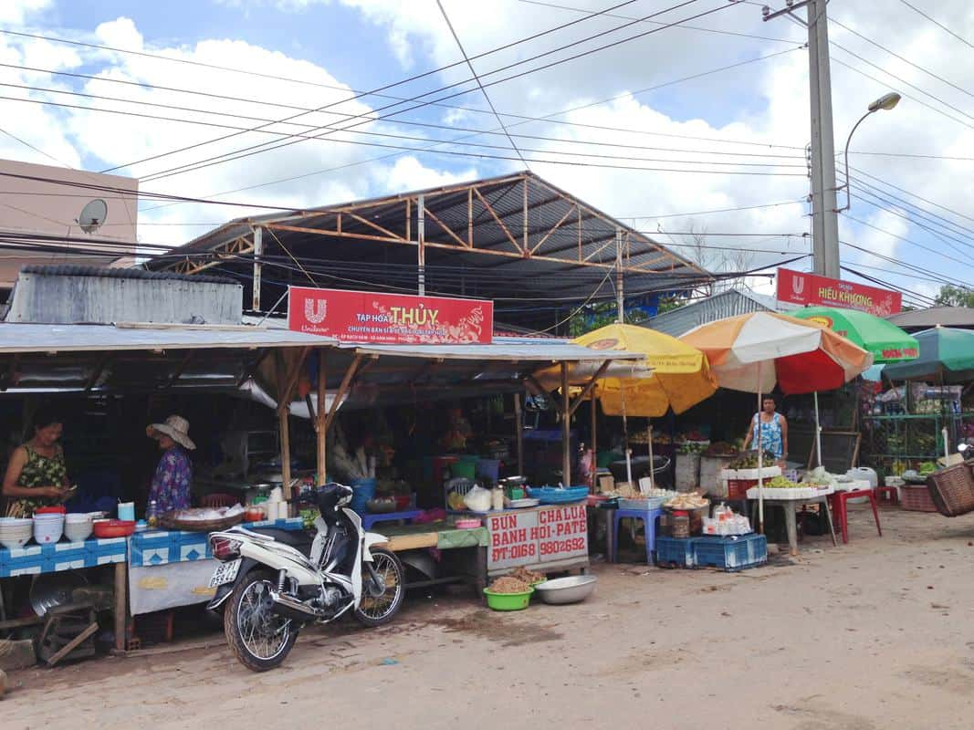chợ Hàm Ninh