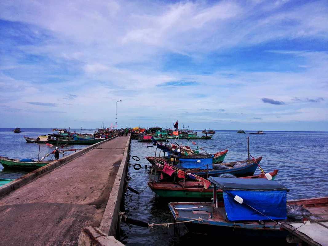 Chợ làng chài Hàm Ninh