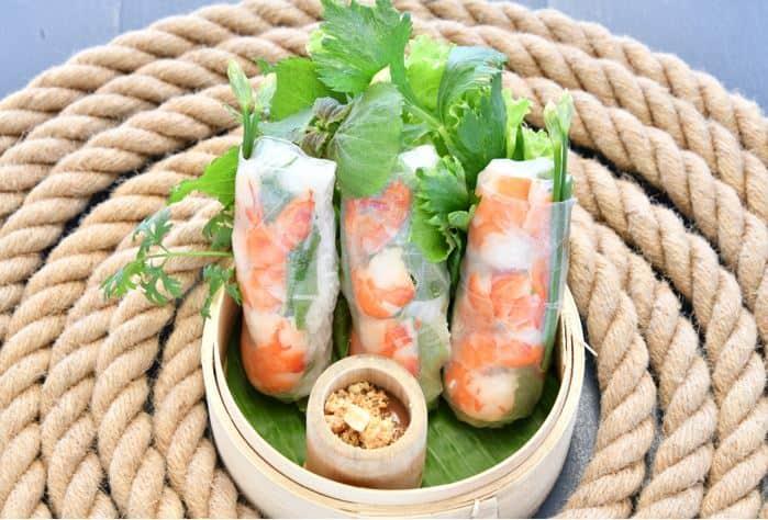 Gỏi cuốn hải sản nướng Phú Quốc