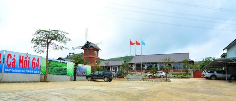 Khuông viên nhà hàng cá hồi 64 Mộc Châu