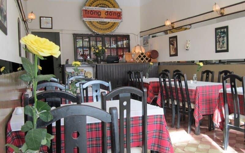 nhà hàng trống đồng trường chinh