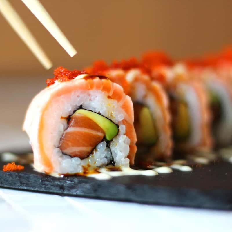 Sushi cá hồi tươi ngon