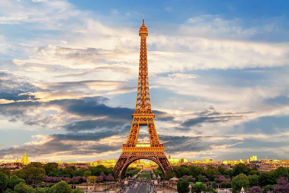 Tháp Eiffel ở đâu