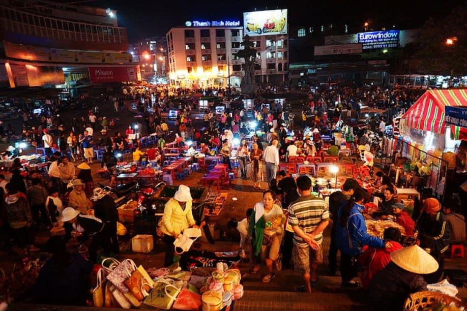 Mua ở chợ đêm Sapa