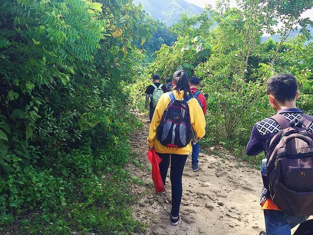 đi bộ đến làng vân