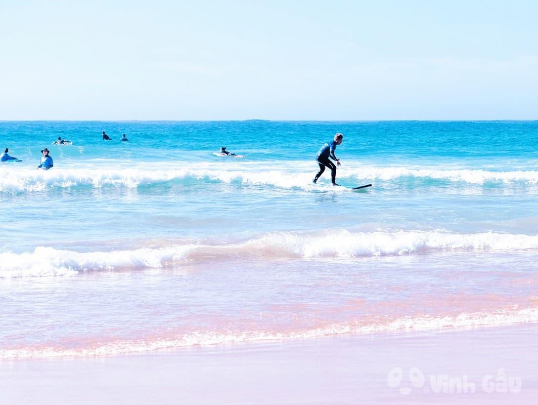 Lướt ván ở các bãi biển ở Úc