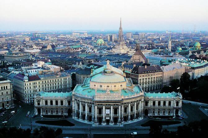 Địa điểm du lịch Đông Tây Âu