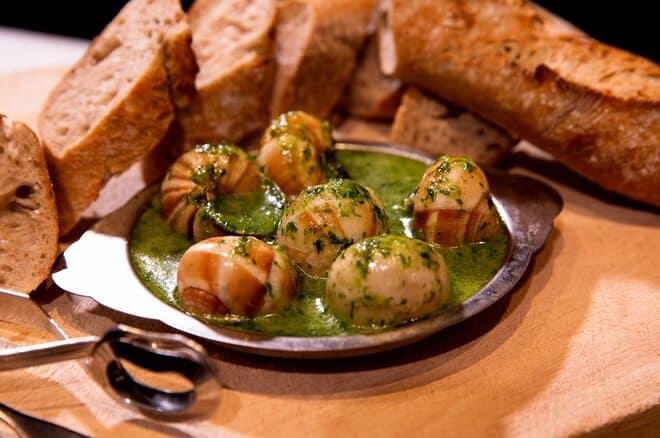 Món ăn đặc trưng khi du lịch nước ngoài tại Châu Âu