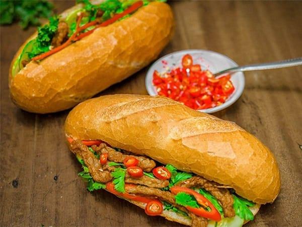 bánh mì chả cá ở nha trang