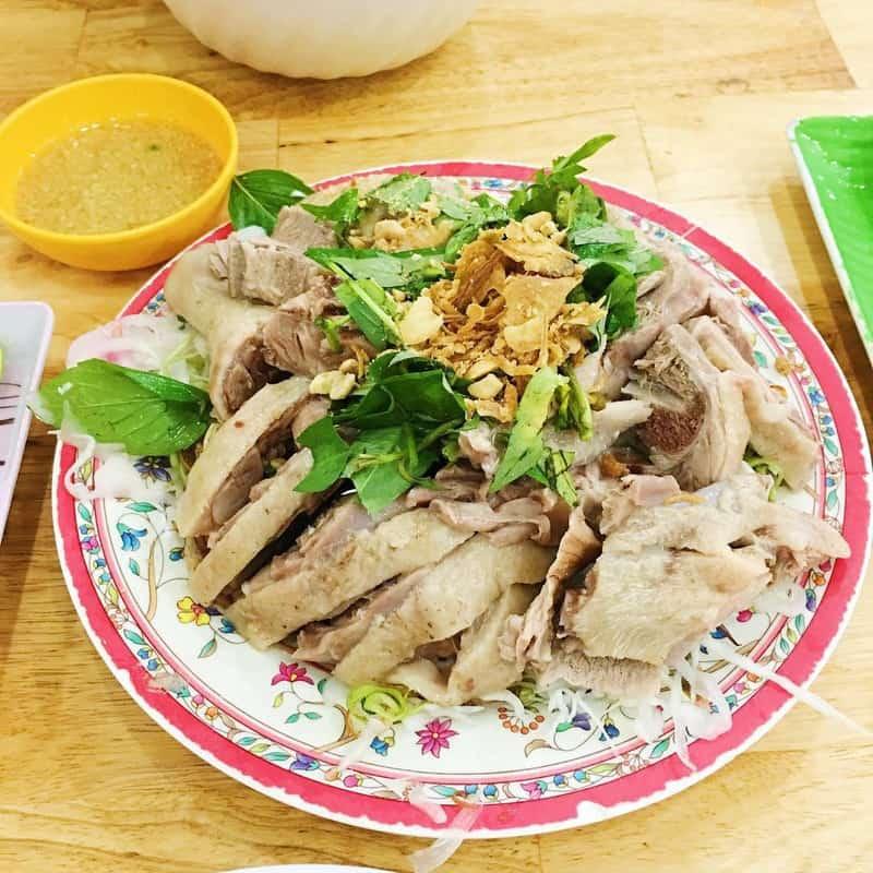 Đĩa vịt luộc ăn chung với cháo